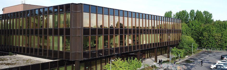 Das Heinz Nixdorf Institut an der Zukunftsmeile Fürstenallee. Hier befindet sich der SICP - Software Innovation Campus Paderborn.