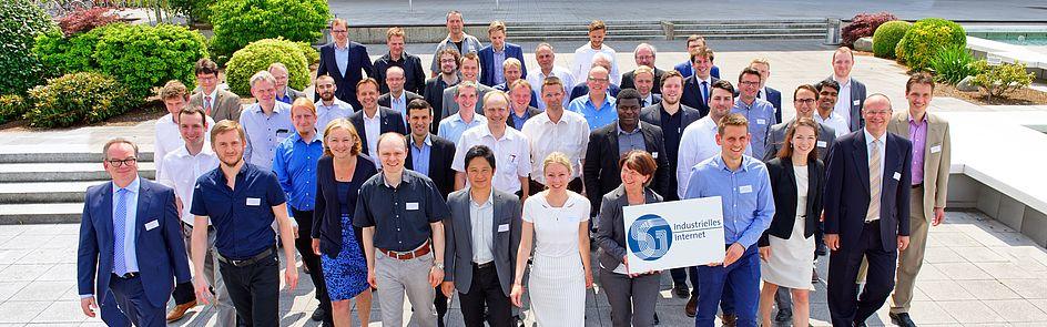 Teilnehmerinnen und Teilnehmer aus dem Forschungsschwerpunkt 5G Industrielles Internet bei der 5G Jahrestagung im September 2017 in Paderborn.