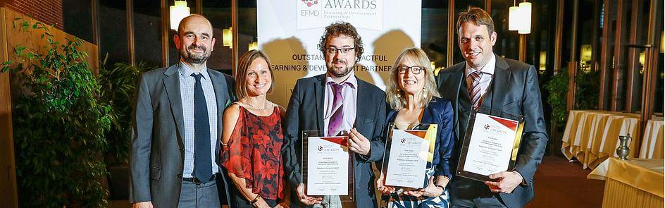 Freuen sich über den 2. Platz bei der EFMD Preisverleihung (v. l.): Peter Thornton, Amanda Bamford, Judith Shawcross, Simon Oberthür und Sven Geerts. Foto: EFMD